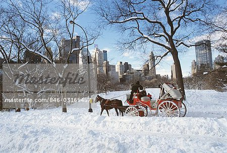 NEW YORK NY HORSE AND CARRIAGE IN CENTRAL PARK IN SNOW Stock Photo - Rights-Managed, Image code: 846-03165457