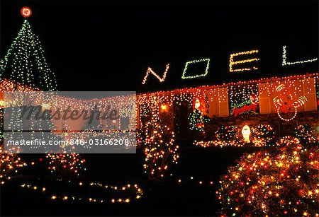 1990s CHRISTMAS LIGHTS ON HOUSE WASHINGTON STATE USA Stock Photo - Rights-Managed, Image code: 846-03166208