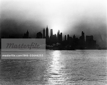 1930s - 1940s EARLY MORNING MISTY SUNRISE NEW YORK CITY WITH TUG BOAT BARGE IN HUDSON RIVER Stock Photo - Rights-Managed, Image code: 846-05646253