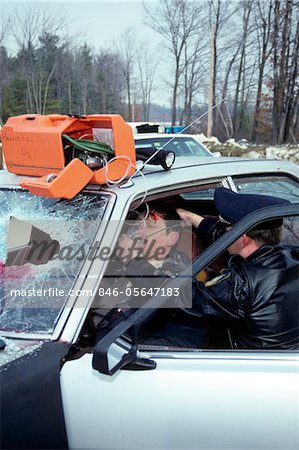POLICE OFFICER ADMINISTERING OXYGEN TO ACCIDENT VICTIM Stock Photo - Rights-Managed, Image code: 846-05647183