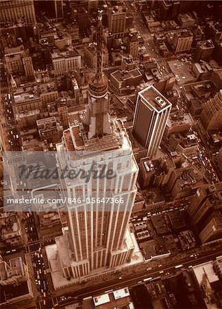 1970s AERIAL SHOT FROM HELICOPTER LOOKING DOWN FULL LENGTH OF EMPIRE STATE BUILDING MIDTOWN MANHATTAN NEW YORK CITY Stock Photo - Rights-Managed, Image code: 846-05647366