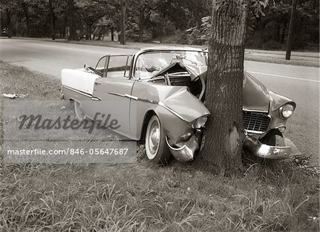 1950s CONVERTIBLE CRASHED HEAD-ON INTO A TREE OUTDOOR Stock Photo - Rights-Managed, Image code: 846-05647687