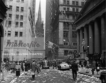 1940s NEW YORK CITY WALL STREET TICKER TAPE PARADE CELEBRATION OF E-E DAY VICTORY IN EUROPE MAY 8 1945 Stock Photo - Rights-Managed, Image code: 846-05647992