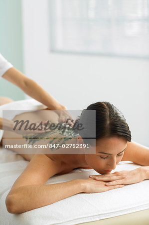 Woman having a seaweed massage Stock Photo - Rights-Managed, Image code: 847-02782391