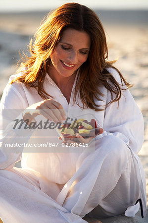 Mature woman eating a bowl of fruit Stock Photo - Rights-Managed, Image code: 847-02786415