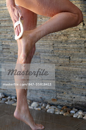 Close-up of beautiful feet and legs in an outdoor shower Stock Photo - Rights-Managed, Image code: 847-05818413