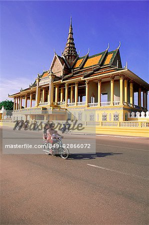 Cambodia, Phnom Penh, light traffic in front of Chan Chaya Pavilion, Royal Palace Stock Photo - Rights-Managed, Image code: 849-02866072