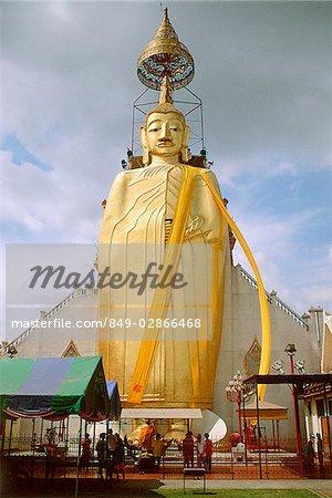 Thailand, Bangkok, Wat Indraram, Large statue of Buddha.