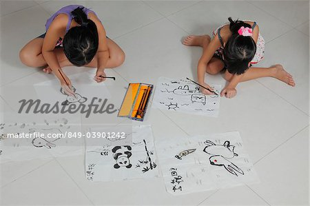 Young girls drawing pictures with Chinese brush and ink Stock Photo - Rights-Managed, Image code: 849-03901242