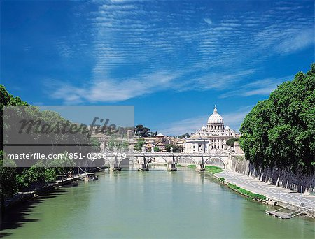Looking down River Tiber to St Peter's Basilica,Vatican City,Rome,Italy Stock Photo - Rights-Managed, Image code: 851-02960789