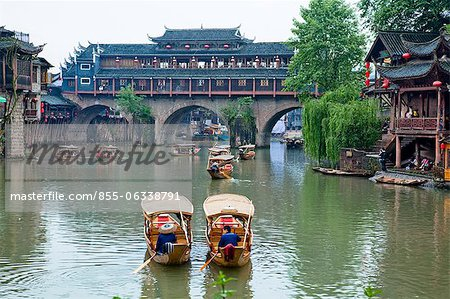 Tuo River and the roof covered bridge at Phoenix old town, Zhangjiazie, Hunan, China Stock Photo - Rights-Managed, Image code: 855-06338791