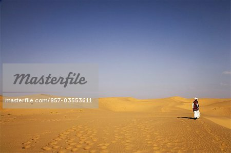 Man standing in a desert, Thar Desert, Jaisalmer, Rajasthan, India Stock Photo - Rights-Managed, Image code: 857-03553611