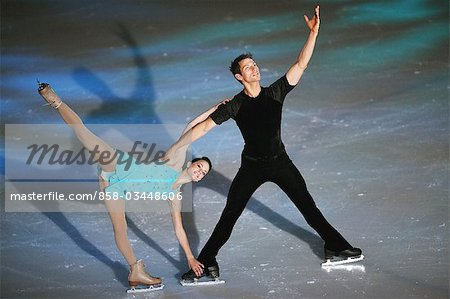 Two Figure Skaters Stock Photo - Rights-Managed, Image code: 858-03448606