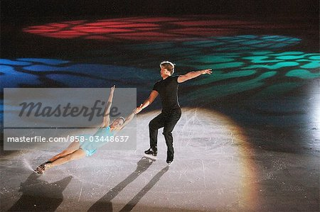Figure Skaters doing Death Spiral Stock Photo - Rights-Managed, Image code: 858-03448637
