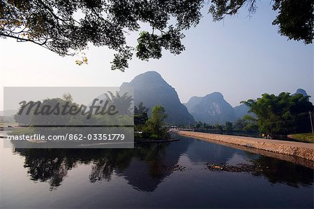 China,Guangxi Province,Yangshuo near Guilin. Karst limestone mountain scenery on the Li River Stock Photo - Rights-Managed, Image code: 862-03351779