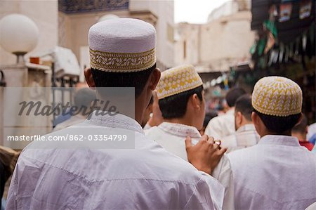 Boys make their way to the Sayyida Ruqayya Mosque in the Old City,Damascus,Syria Stock Photo - Rights-Managed, Image code: 862-03354799