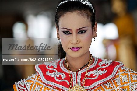 Bangkok, Thailand. A Thai dancer in traditional thai dress Stock Photo - Rights-Managed, Image code: 862-03713801