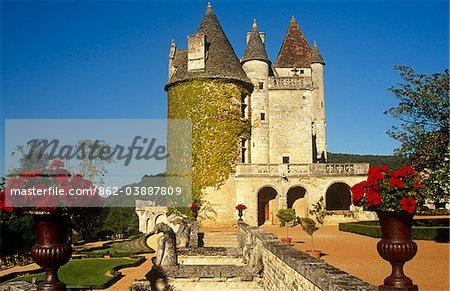 France, Aquitaine, Dordogne, Beynac et Cazenac. Built in the 1480s and once owned by the cabaret singer Josephine Baker, Chateau des Milandes is among the most well-known sights of the Dordogne. Stock Photo - Rights-Managed, Image code: 862-03887809