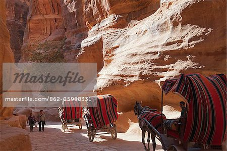 Horse drawn carriage travelling through The Siq, a narrow canyon passage leading to The Treasuary, Petra Stock Photo - Rights-Managed, Image code: 862-05998331