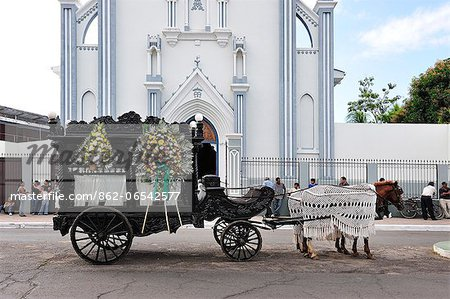 Horse drawn Hearse in Granada, Nicaragua, Central America Stock Photo - Rights-Managed, Image code: 862-06542577
