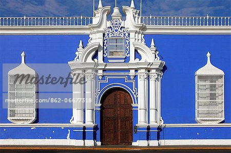 South America, Peru, La Libertad, Trujillo, traditional iron lattice colonial windows and a baroque doorway, on the main square with the municipal cathedral in the background Stock Photo - Rights-Managed, Image code: 862-06677318