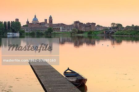 Italy, Lombardy, Mantova district, Mantua, View towards the town and Lago Inferiore, Mincio river. Stock Photo - Rights-Managed, Image code: 862-07690160