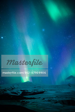 Iceland, Fjallsarlon. The Northern Lights appearing in the sky at Fjallsarlon, a glacier lake at the southern end of the Icelandic glacier of Vatnajokull. Stock Photo - Rights-Managed, Image code: 862-07909906