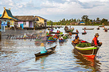 Indonesia, South Kalimatan, Lok Baintan. A picturesque floating market on the Barito River. Stock Photo - Rights-Managed, Image code: 862-07909920