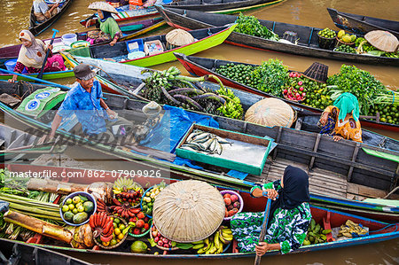 Indonesia, South Kalimatan, Lok Baintan. A picturesque floating market scene on the Barito River. Stock Photo - Rights-Managed, Image code: 862-07909926