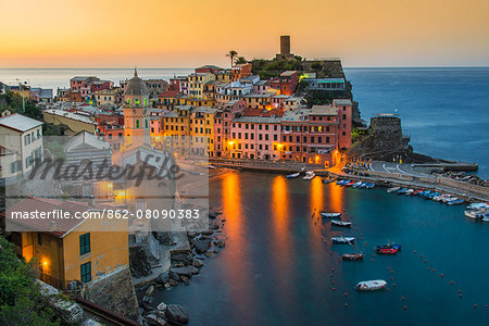 Top view at sunrise of the picturesque sea village of Vernazza, Cinque Terre, Liguria, Italy Stock Photo - Rights-Managed, Image code: 862-08090383