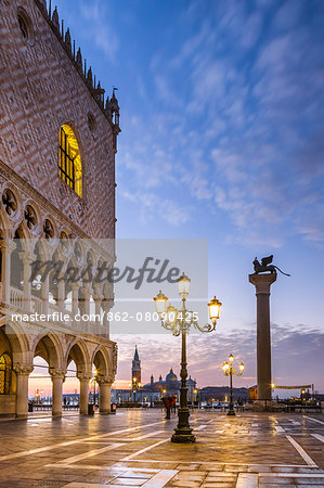 Italy, Veneto, Venice. Sunrise over Piazzetta San Marco and Doges palace Stock Photo - Rights-Managed, Image code: 862-08090425