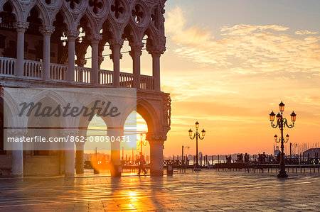 Italy, Veneto, Venice. Sunrise over Piazzetta San Marco and Doges palace Stock Photo - Rights-Managed, Image code: 862-08090431