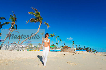South East Asia, Philippines, The Visayas, Cebu, Bantayan Island, Sugar Beach, girl walking on the beach (MR) Stock Photo - Rights-Managed, Image code: 862-08091003