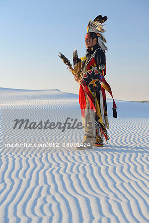 Native American in full regalia, White Sands National Monument, New Mexico, USA MR Stock Photo - Rights-Managed, Image code: 862-08091424