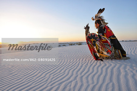 Native American in full regalia, White Sands National Monument, New Mexico, USA MR Stock Photo - Rights-Managed, Image code: 862-08091425