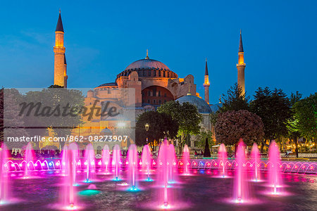 Night view of fountain light show with Hagia Sophia behind, Sultanahmet, Istanbul, Turkey Stock Photo - Rights-Managed, Image code: 862-08273907