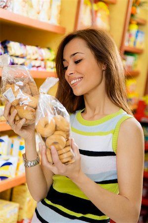 fat italian woman - woman in a supermarket reading nutrition information and comparing two products Stock Photo - Budget Royalty-Free & Subscription, Code: 400-04011230