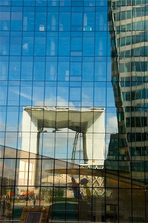 Reflecting cube of La Defense, Paris (France) Stock Photo - Budget Royalty-Free & Subscription, Code: 400-04027717