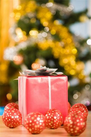 simsearch:400-05749231,k - Image of red giftbox surrounded by several toy balls on glittering background Stock Photo - Budget Royalty-Free & Subscription, Code: 400-04075404