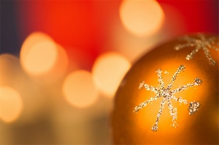 simsearch:400-05749231,k - Macro image of golden decorative snowflake on Christmas ball Stock Photo - Budget Royalty-Free & Subscription, Code: 400-04075426