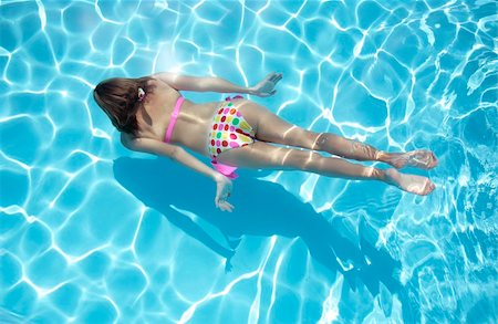 spanishalex (artist) - Woman in a polka dot bikini swimming underwater Stock Photo - Budget Royalty-Free & Subscription, Code: 400-04126674