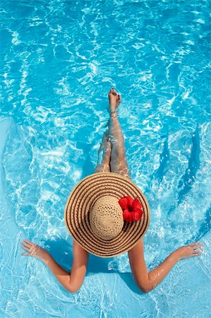 spanishalex (artist) - Woman sitting in a swimming pool in a large sunhat Stock Photo - Budget Royalty-Free & Subscription, Code: 400-04126672