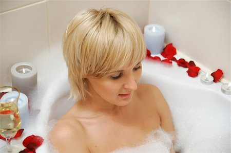 nude woman in foamy bath with petals of roses and by light of candles Stock Photo - Budget Royalty-Free & Subscription, Code: 400-04186816