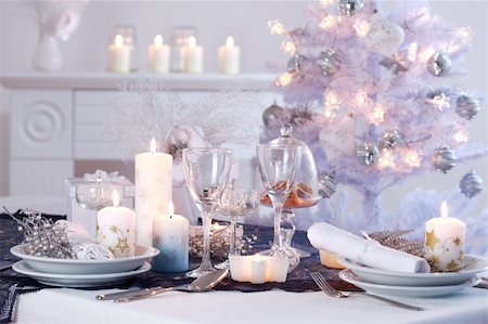 Place setting for Christmas in white with white Christmas tree Stock Photo - Budget Royalty-Free & Subscription, Code: 400-04233609