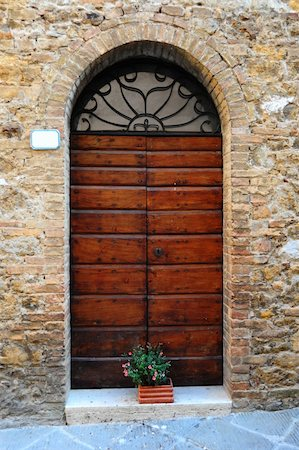 Close-up Image Of Wooden Ancient Italian Door Stock Photo - Budget Royalty-Free & Subscription, Code: 400-04292698