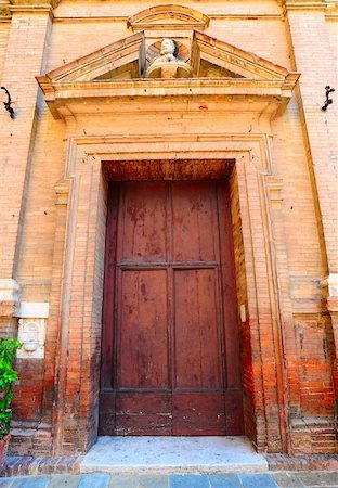 Close-up Image Of Wooden Ancient Italian Door Stock Photo - Budget Royalty-Free & Subscription, Code: 400-04292699