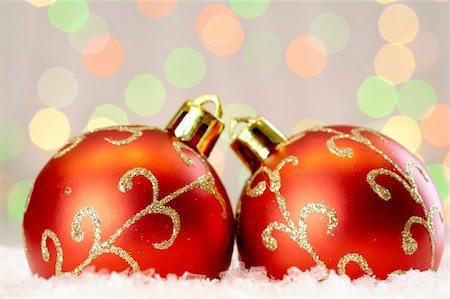 simsearch:400-05749231,k - Red Christmas baubles with golden decor against glaring background Stock Photo - Budget Royalty-Free & Subscription, Code: 400-04361769