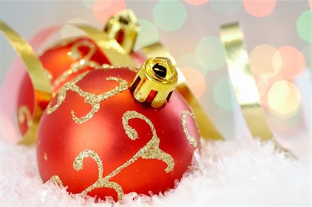 simsearch:400-05749231,k - Red Christmas baubles with golden decor against glaring background Stock Photo - Budget Royalty-Free & Subscription, Code: 400-04361770