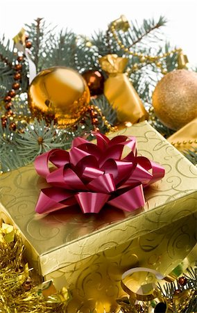 simsearch:400-05749231,k - Christmas gift surrounded by golden tinsel, toy balls and beads Stock Photo - Budget Royalty-Free & Subscription, Code: 400-04387984