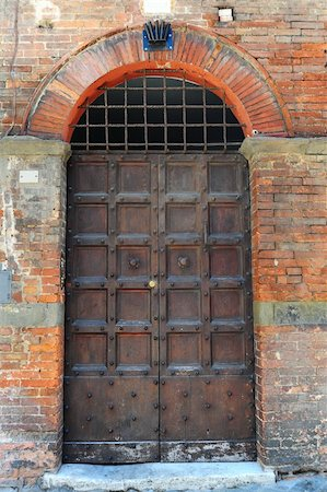 Close-up Image Of Wooden Ancient Italian Door Stock Photo - Budget Royalty-Free & Subscription, Code: 400-04393153